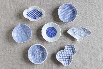 印判は丸くシンプルなものだけではなく、 こんなに可愛らしい形をしたお皿もあります。  全部集めたくなるお皿ですよね。  どれから集めていこうか 迷ってしまいそうでもあります。
