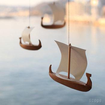 こちらは海賊船がモチーフ。  男の子の部屋はもちろん 大人の男性の書斎に浮かんでいても 遊び心があってステキですね。