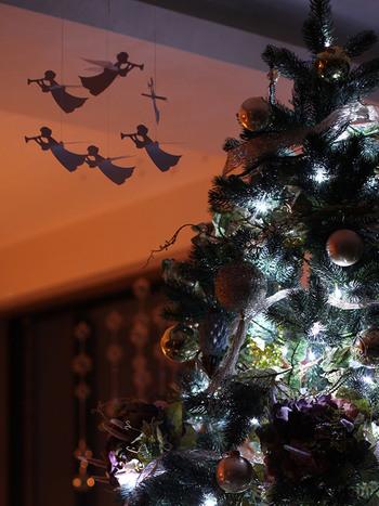 聖夜には天使もかかせません。  シルエットまで幻想的なので クリスマスの夜にはぴったりです。