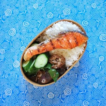 鮭弁当もこんなに素敵に。メダカもかわいい・・・♪