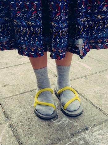 ふんわりしたスカートと合わせて、甘辛ミックスコーデも素敵です。