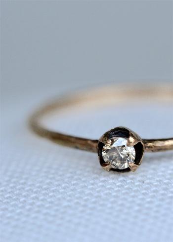 美しく飽きのこないデザインなので、婚約指輪や結婚指輪を同ブランドで選ぶ人も多くいるのだとか。