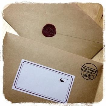 クラフト封筒に手作りラベル。 可愛い別納マークは印刷なのだとか。味があっていいですね。