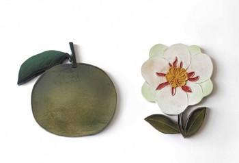 子どもの頃を思い出す匂いに「花とフルーツ」と答えている石本さん。同展覧会で展示されたこちらの作品も、そんな子ども時代が反映されたものなのかもしれません。