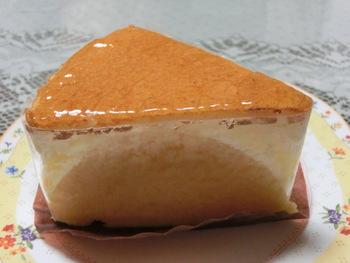 ベルグバーンに訪れれば絶対に買っていくべしは、このチーズケーキ♪♪とろける味わいが何とも言えません^^