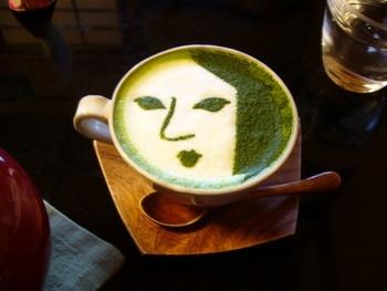 日本で一番有名なあぶらとり紙と言っても過言でない「よーじや」直営のカフェ。 よーじやのおなじみのフェイスマークが使われたメニューやお菓子たちが随所に見られる和のコンセプトカフェです。