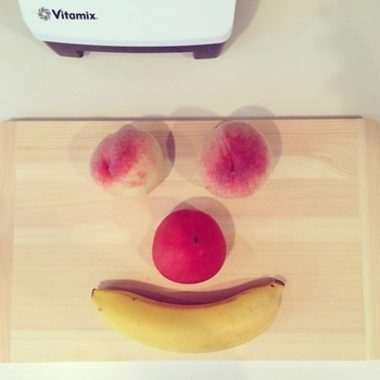 ・トマト 1個 ・もも 2個 ・バナナ 1本 ・ココナッツウォーター 1カップ ・ハニー 1スプーン