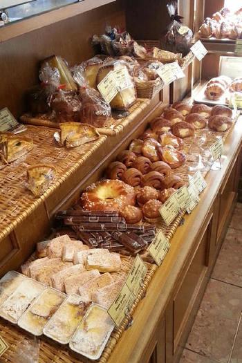 もちろん菓子パンもたっぷりあります。中でもユニークなのはフランスパンの中にあんの入った「あんフランス」、ビゴの店らしいですね。