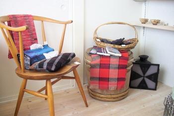 ギャラリーにはオーナーさんが選んだ作家さんのテキスタイルや雑貨が並んでいます。 じっくり見てまわりたい可愛さです♪