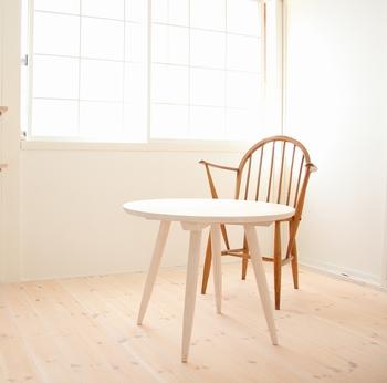 光が降り注ぐ明るい窓際の席もオシャレ。 時間を忘れてゆっくり過ごしてしまいそうです。