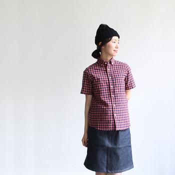 夏には半袖も。maillotには数種類のギンガムチェックシャツがあります。コーディネートのバリエーションが増えますね。
