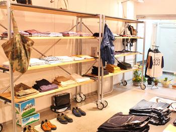 おしゃれさんが集まるショップStrato。店内には様々なブランドの商品が並んでいます。