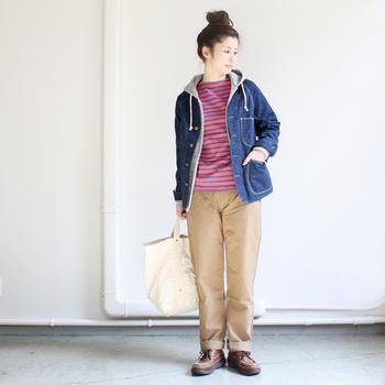 柔らかい風合いのチノは、穿きやすく、シーズンを通してコーディネートの幅を広げてくれるアイテムです。
