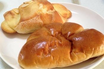 こちらもおすすめ。 アマンドショコラ(上)と、クリームパン(下)です。