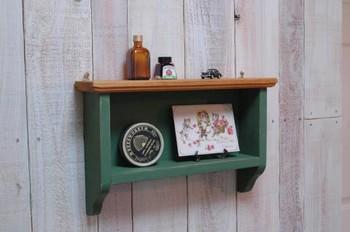 <Shelf>  壁にとりつけて、ガラス小瓶などをかざりたい、とっても雰囲気のあるシェルフです♪