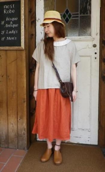 プルオーバーと鮮やかな色のスカートで、  とびきり、かわいらしいコーデ。  スカートのカラーは、気分もぱっと明るくなりそう!