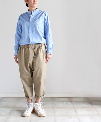マイヨ定番のスタンドカラーシャツ。上質なブロード地に、シャリ感のある肌触りが、気持ちいい!