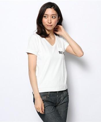 シンプルなロゴTシャツは、ファンなら1枚は持っていたいアイテム。