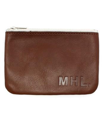 メンズラインだけど、あえて女の子が持ってほしいレザーのお財布。 化粧ポーチにしてもおしゃれですね。