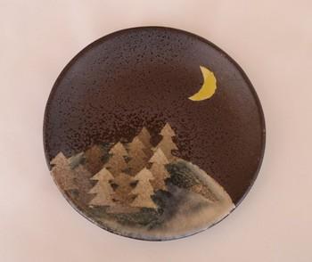 night woods dish  夜の森、夜空には三日月が光っている。なんだか幻想的なデザインのお皿です。飾りたくなってしまいますね。