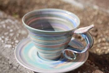 カップ&ソーサー  何とも言えない配色のマーブル模様がとっても素敵なカップ&ソーサです。是非コーヒーを淹れて飲んでみたい。