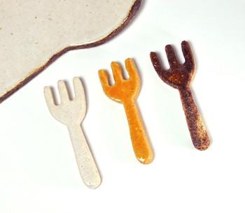 フォークの箸置き  この小さくて可愛いフォークはなんと箸置き!ナチュラルな色使いもすてきです。