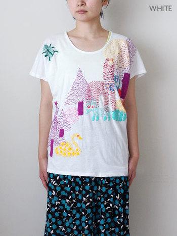 オール手刺繍の凄いTシャツです。 プリントでは出せない風合い、ステッチのグラデーション。 もちろんマーブルシュッドのオリジナルデザイン。  夏に着たい爽やかで賑やかなTシャツです♪