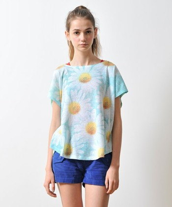 ゆったりと着れるマーガレット柄のTシャツ♪ ハーフパンツとあわせてとてもかわいいです。 カジュアル、デート服にオススメ^^