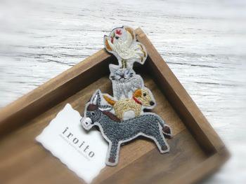 「ブレーメンの音楽隊」シーンです。ロバの上にイヌ、ネコ、ニワトリがのっています。見た目以上に軽いですよ♫