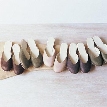 渡辺さんがフェリシモとコラボして作ったサンダル。  ささっと履けてとっても楽ちんなのに、 美しいラインで足を綺麗に見せてくれます♪  ナチュラルなカラーもオシャレ!