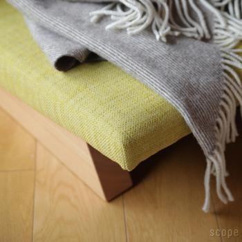 座面や背もたれを、それぞれ5:8の黄金比に近い形で構成することで、普遍的な要素を取り入れた秀逸なデザインソファです。