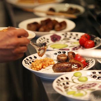 程良い大きさのプレートは、食卓をふさがず使い勝手抜群。  メインディッシュはこのプレートで。