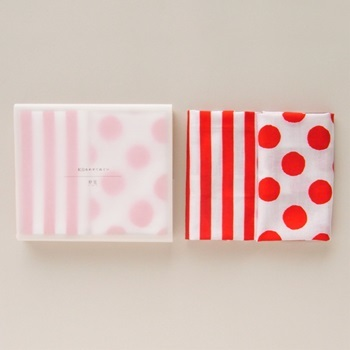 「てぬぐい紅白あわせ」 縞と水玉の手ぬぐいセット。 鮮やかな色合いが素敵で、贈り物にぴったり。