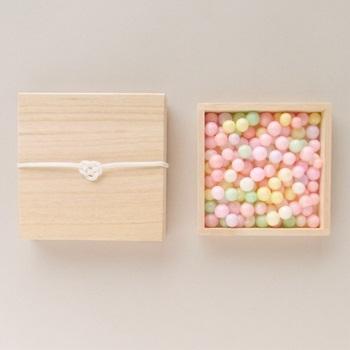 「桐箱入りおいり」 おいりとは香川県で嫁入りのときに使われるお菓子。