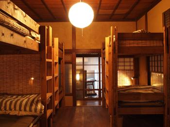 ■ドミトリー こちらはゲストの方の泊まるお部屋。木の2段ベットがなんだか嬉しい☆