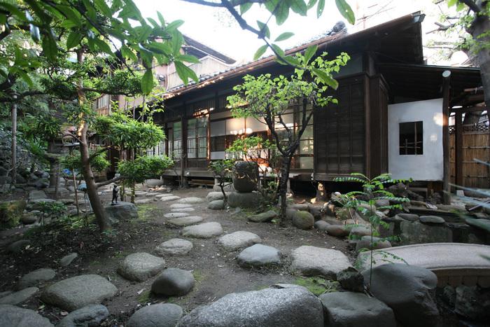 母屋のゲストハウス。 どこか懐かしい雰囲気。おばあちゃん家に遊びにきたみたいです。