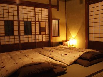 こちらは和室のお部屋です。インテリアやシーツも可愛いですね。
