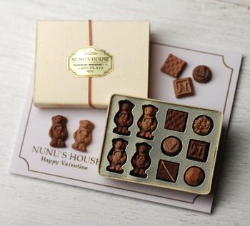 バレンタイン・チョコレートギフトBOXのミニチュア。  これを写真で見たら、本物としか思えません(>_<)
