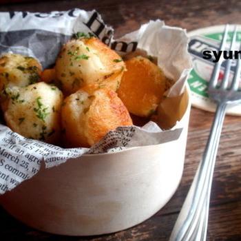じゃがいもとチーズを片栗粉でまとめて焼いたチーズボール。できたての熱々をお出ししたら、みんなの歓声が上がりますよ!