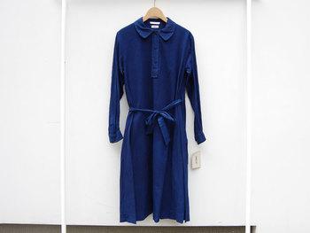 こちらは、インディゴのワンピース。 とても色に深みがあるので着ていて上品に見えそうですね。 とても素敵なワンピースです。