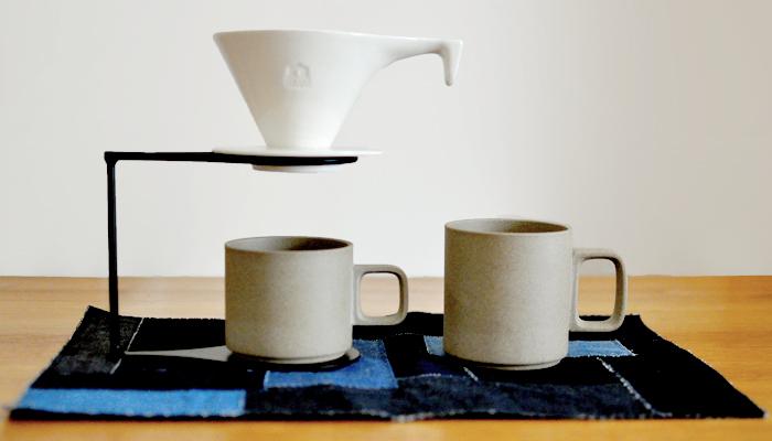 鹿児島で活動する陶芸作家・城戸雄介氏の磁器ブランド ONE KILN・ワンキルン。 かっこいいけれど、どこかゆるさのあるデザインが魅力。 湯が均等に回り、味を調整しやすい円錐型です。
