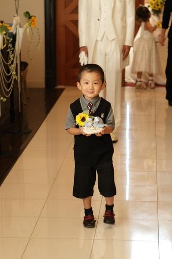 リングボーイは基本的には男の子が多いです。 結婚式はやはり女の子の見せ場の方が多いので、男の子にはリングボーイを任せると言う方も多いはず!