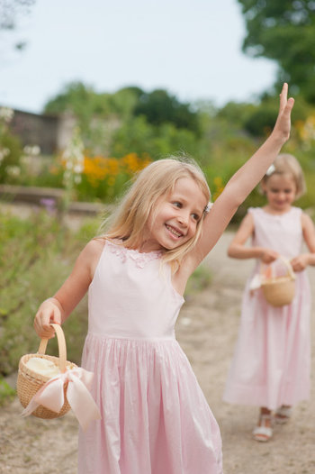 ガーデンウエディングでもチャペルウエディングでも、どちらでも使える万人に愛される演出です!