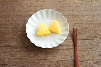 「輪花小皿」 和菓子やフルーツを載せて使いたい。 主張しすぎない、上品なデザインです。
