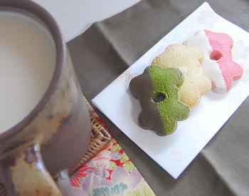 実はこのクッキー、米粉が使われているんです。思ったよりもあっさりとした口当たりなので、老若男女問わずおいしくたべることができるんですよ。