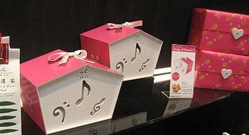こちらはホワイトデーパッケージ!マールブランシュは季節感を大切にされているので、様々なイベントや四季に応じてパッケージや新商品がリリースされます。
