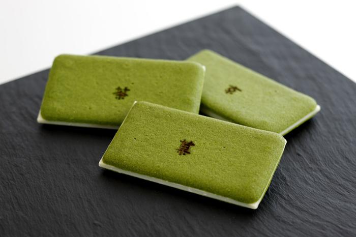 『茶の菓』はマールブランシュを代表するお菓子です。『お濃茶ラングドシャ』というここにしかない珍しいお菓子なんです。