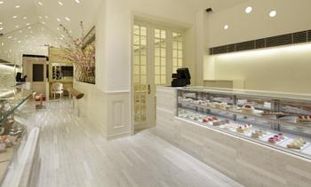 京都の有名洋菓子店が集う『北山』に本店があります。 本店以外にも京都駅や百貨店などにお店が入っていて、お菓子を買うことができます。