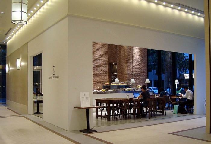 地下鉄北浜駅直結とアクセス抜群のカフェ。待ち合わせや予定までの空き時間に最適です。自分たちがおいしいと信じるものを提供する事にこだわっています。サービスの質もいいです。