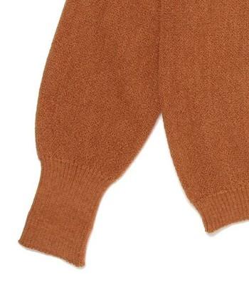 アルパカの毛は「ワカイヤ」と「スリ」の2種類に分けられます。どちらもシルクのようななめらかな肌触り。 [写真:アルパカ100%]
